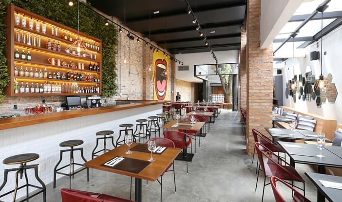 Restaurante m z comercial galeria da arquitetura for Casa moderna restaurante salta