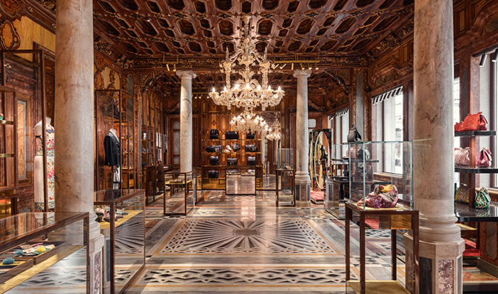 Dolce   Gabbana Veneza - Comercial   Galeria da Arquitetura 50a4e4037e