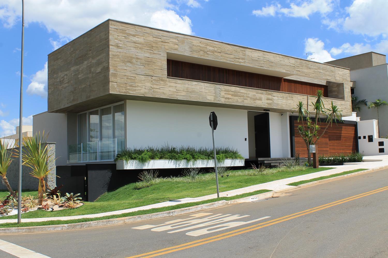 Casa do jardim suspenso galeria da arquitetura for Casa moderna esquina