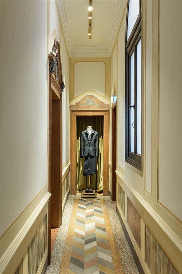 """Três salas do segundo andar acomodam as coleções especiais da Dolce    Gabbana  """"Alta Sartoria"""" e """"Serra""""   Foto imagem  Antoine Huot f8bd1cf8e1"""