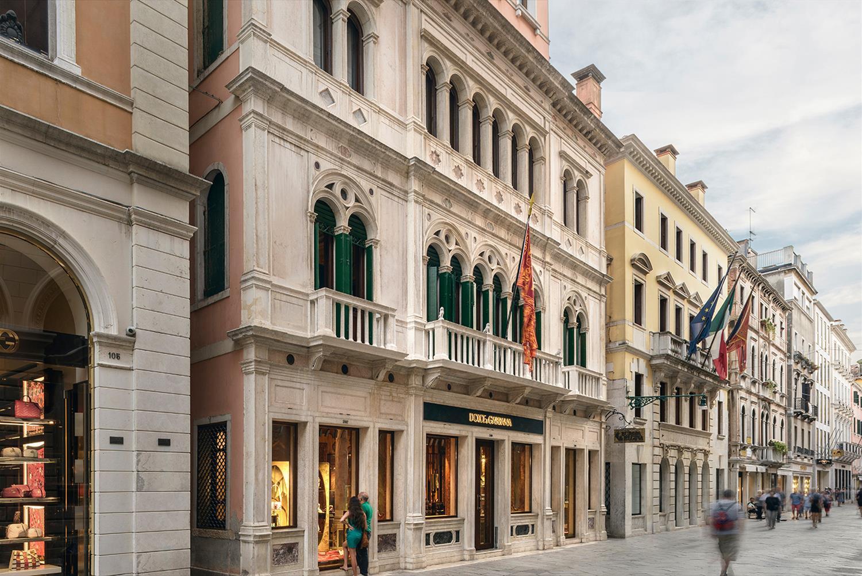 Dolce   Gabbana Veneza   Galeria da Arquitetura f80e3c8d81